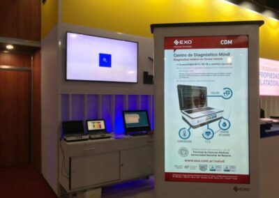 stand de la firma EXO mostrando el Centro de Diagnóstico Móvil EXO